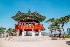 Koreansk traditionell åttahörnig paviljong fotografering för bildbyråer