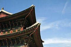 Koreansk traditionell arkitektur, himmel, asiatiskt tak Royaltyfri Fotografi