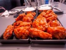 Koreansk traditionell Bonchon kryddig stekt kycklingmat arkivfoton