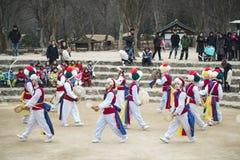 Koreanska Folk dansare och musiker Arkivbild