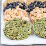 Koreanska traditionella söta mellanmål med jordnötter, pumpafrö, bla Royaltyfria Bilder