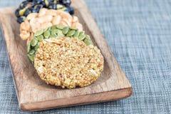 Koreanska traditionella söta mellanmål på träplattan som är horisontal, kopieringsutrymme Royaltyfri Foto