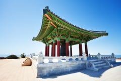 Koreanskt kamratskap Klocka som inhysas i storslagen klockstapel Royaltyfria Bilder