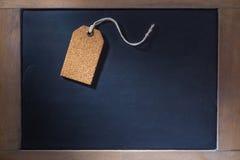 Korek etykietki na małym chalkboard Zdjęcia Stock