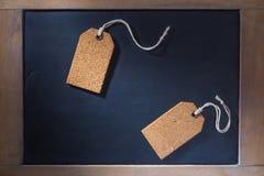 Korek etykietki na małym chalkboard Fotografia Stock