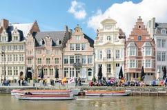 Korenlei is een kade en een één van de schilderachtigste plaatsen in Gent stock afbeelding