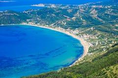Korfu öpanorama från över Ey fåglar för Korfu strandkustlinje Arkivfoto