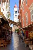 24 Korfu-AUGUSTUS: De klokketoren van de Kerk van Heilige Spyridon in Kerkyra op 24,2013 Augustus op het eiland van Korfu, Grieke Stock Foto's