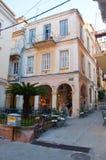 27 Korfu-AUGUSTUS: De straat van de Kerkyraschaduw in de oude stad op 27 Augustus, 2014 op het Eiland Korfu, Griekenland Stock Foto