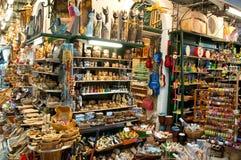 24 Korfu-AUGUSTUS: Herinneringen voor verkoop in een lokale winkel op 24,2014 Augustus op het eiland van Korfu, Griekenland worde Royalty-vrije Stock Foto's