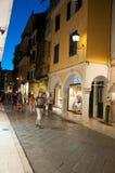 25 Korfu-AUGUSTUS: Kerkyrastad bij nacht op 25 Augustus, 2014 op het eiland van Korfu, Griekenland Stock Afbeelding