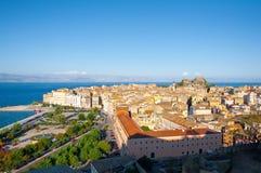 22 Korfu-AUGUSTUS: Panorama van cityscape van Korfu van de Nieuwe Vesting op 22 Augustus, 2014 op het eiland van Korfu, Griekenla Royalty-vrije Stock Afbeelding