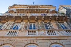 22 Korfu-AUGUSTUS: Voorgevel van het gebouw in Venetiaanse architectuur in Kerkyra op 22 Augustus, 2014 op het eiland van Korfu,  Stock Afbeelding