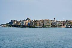 Korfu cityscape från havet royaltyfri bild