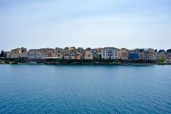 Korfu cityscape från havet royaltyfria bilder
