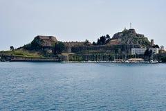 Korfu gammal fästningsikt från havet arkivbilder