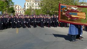 KORFU, GRIECHENLAND - 7. APRIL 2018: Epitaph und Litanei von St. Spyridon mit der Begleitung von philharmonics an Ostersamstag