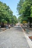 KORFU, GRIECHENLAND - 11. Juni 2016, Leute, die in die Straßen von gehen Lizenzfreie Stockbilder