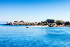 Korfu stad från havet Arkivbild