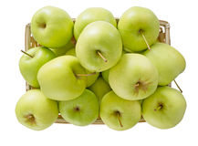 Korg av äpplen, gräsplanguling, på vit Fotografering för Bildbyråer