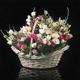 Korg av blommor Royaltyfri Bild