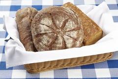 Korg av bröd Royaltyfri Fotografi