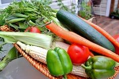 Korg av grönsaken Arkivbilder