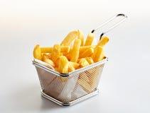Korg av nytt gjord pommes frites royaltyfria foton
