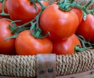 Korg av tomater (2) Arkivfoto