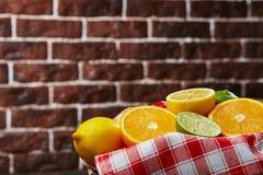 Korg med citrusfrukt Fotografering för Bildbyråer