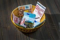 Korg med pengar från donationer Arkivfoton