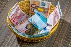 Korg med pengar från donationer Arkivbild