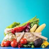 Korg med sortimentet av rå grönsaker Royaltyfria Foton