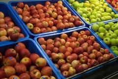 Korgar av äpplen Fotografering för Bildbyråer