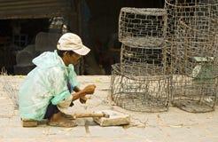 korgar som fiskar göra mannen Arkivfoto