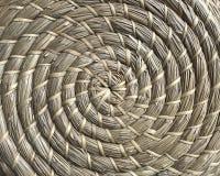 Korgarbete som göras av naturliga fibrer i cirkelstil royaltyfri fotografi