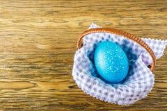 korgeaster ägg Träbakgrund, ställe för din text Royaltyfri Bild