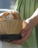 Korgen av bröd Arkivfoton