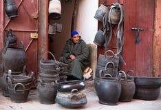 Korgsäljare i Marrakesh Arkivbilder