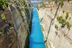 Korinth-Kanal in Griechenland an einem Sommertag stockbilder