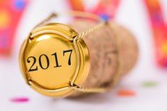 Kork av champagne med årsdatumet 2017 royaltyfri fotografi