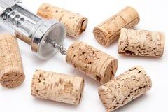Kork av en wineflaska med korkskruvet Royaltyfri Foto
