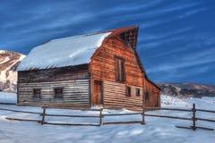 Korkad ladugård för snö arkivbild