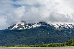 Korkade alaskabo berg för snö Royaltyfri Bild
