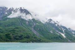 Korkade berg för grön snö Arkivfoton