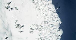 Korkat berg för snö under vintern 4k lager videofilmer