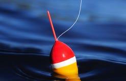 Korken, der auf ruhigen See schwimmt Lizenzfreies Stockfoto