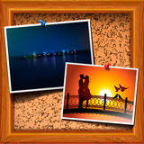 KorkenAnschlagbrett mit Postkarte Stockfotografie