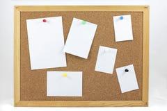 Korkenbrett mit Anmerkungen des leeren Papiers Stockbild