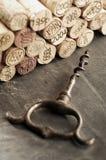 Korki i corkscrew obrazy royalty free